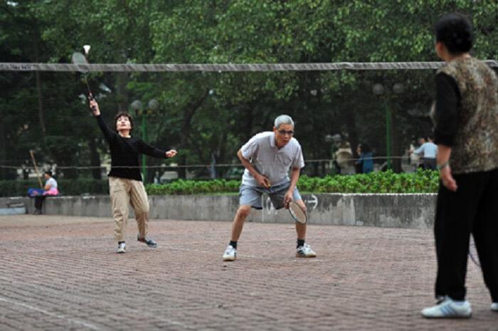 Khoa học chứng minh chơi cầu lông thường xuyên giúp làm tăng tuổi thọ